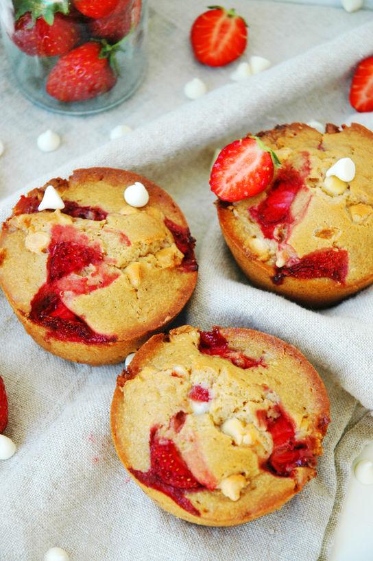 Sommermuffins med hvit sjokolade og jordbær Bakelyst 2