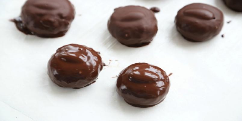 Kokos- og mandelkonfekt med sjokolade