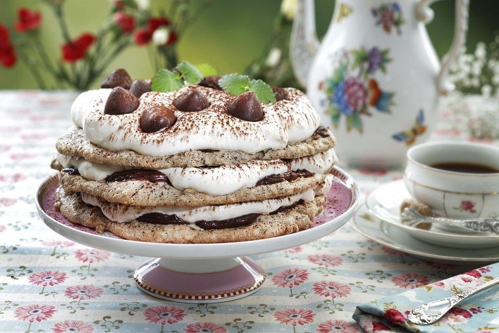 Sprø nøttekake med sjokolade