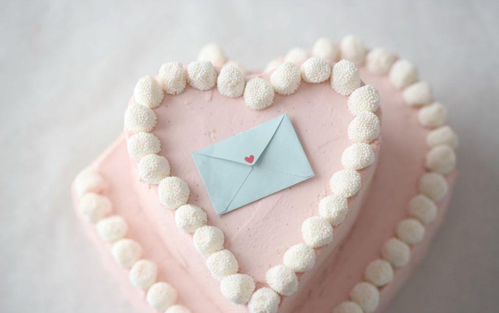 Hjertekake med godteri-pynt