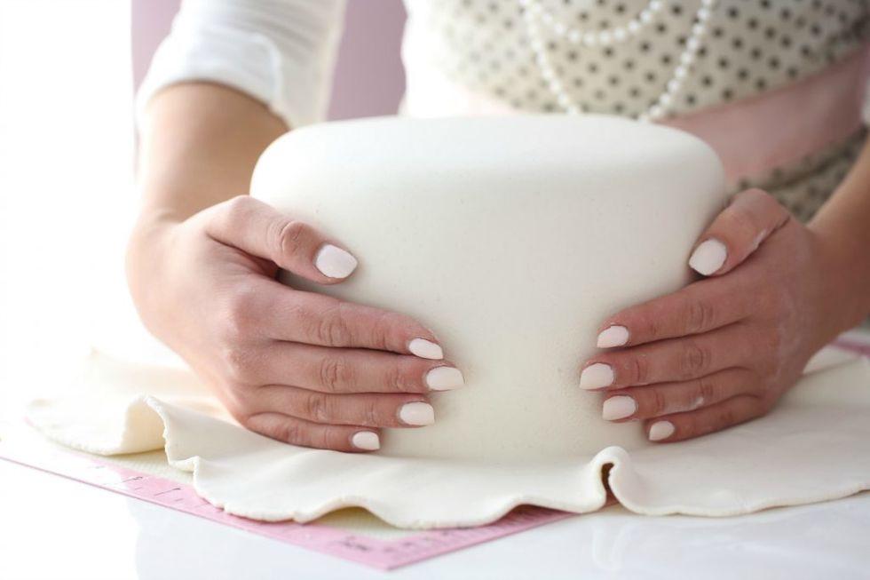 Slik dekker du en kake med marsipan